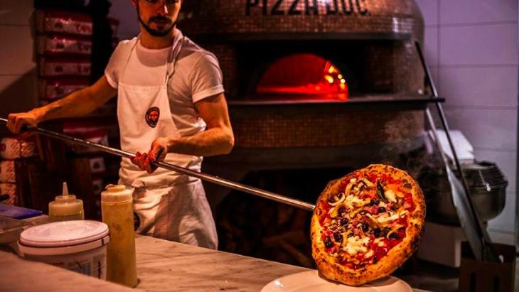kids at Via Napoli pizza